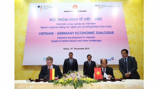 IVU and UTC University Vietnam Sign Memorandum of Understanding Joint Establishment of a Training Centre for Public Transport