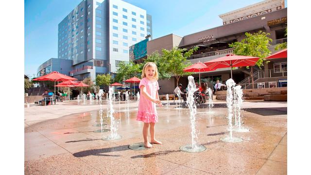 Patriots_Square_Fountain.jpg